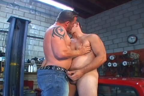 Erik York & Joe Romero Give gay Tuneups In The Garage!
