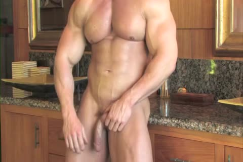 Zeb Atlas Has biggest Muscles To Show