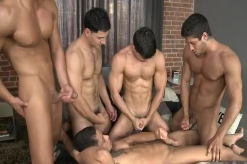 Five Hunks In One bed.wmv