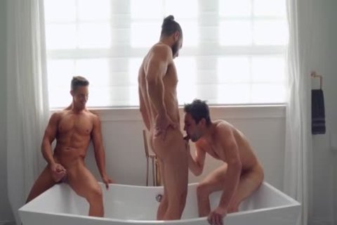 3some Barefuck In The baths