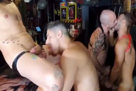 Bastian & Allen acquire pounded In A Sex Club