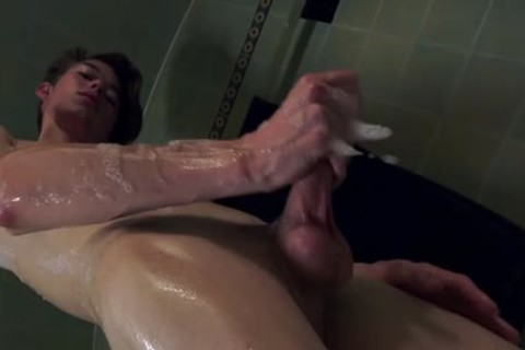 Austin Lovett Jerking In Tub.