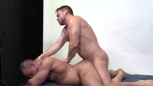 Men Over 30: Brunette Jaxx Thanatos jerking big cock