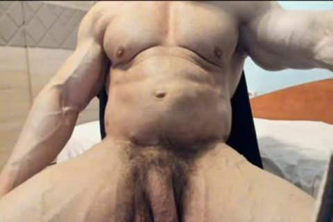 A old Muscle man Masturbating In Live